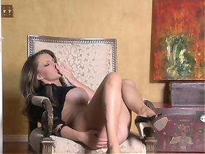 super-hot Jenna Presley playing with her tasty pink humid coochie until she jizzes