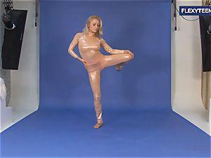 outstanding nude gymnastics by Vetrodueva