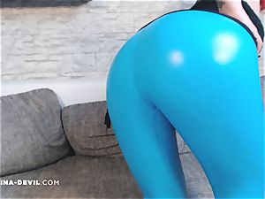 Camgirl Nina in torrid rubber leggings