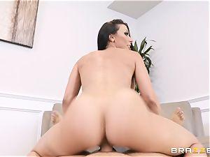 Rachel Starr packed in her vulva