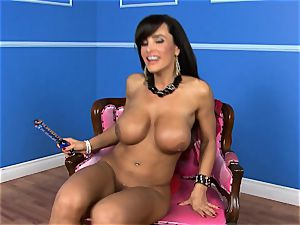 uber-sexy Lisa Ann plunges her dildo deep in her humid pussy