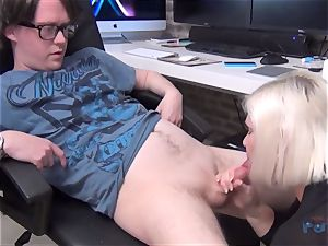 super-hot milf Lacey Starr fuckpole sucking
