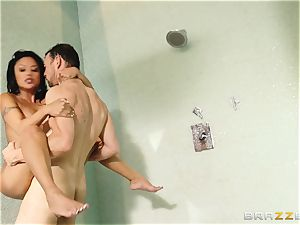 Kaylani Lei bangs her gardener in the bathroom