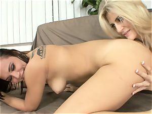 Amanda Tate licks on Aidra Fox's super-fucking-hot bum