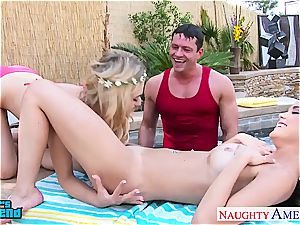 cuties Dillion Harper and Natalia Starr gets facialized