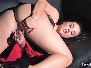 Naturally big-boobed Taylor toys her wet gash
