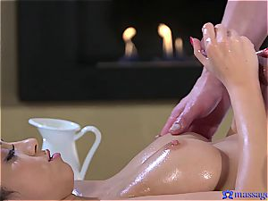 greased up Eurobabe gets a ginormous creampie