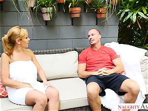 Sean Lawless finds scorching milf naked in the garden