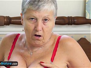 EuropeMature grannie Savana have to do it herself