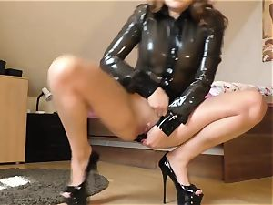 spandex dame wanking on cam