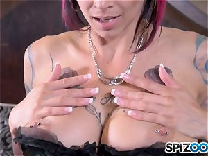 Solo pussy messing pretty tatted Anna Bell Peaks