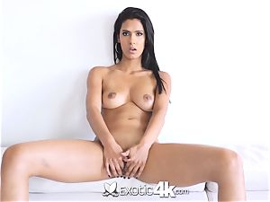 EXOTIC4K Indian female spreads humid vag for yam-sized lollipop